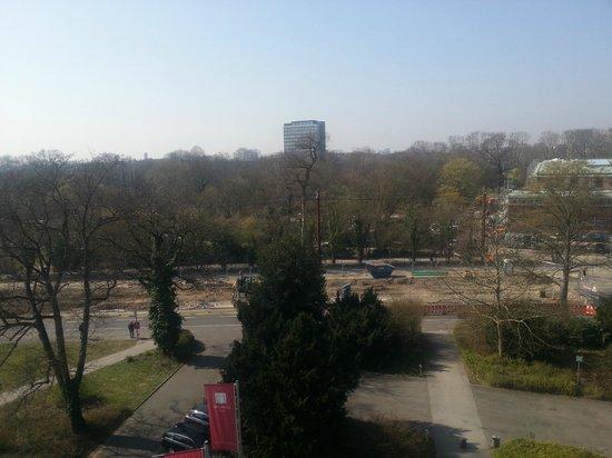 Leonardo Hotel Karlsruhe: Sunny day in Spring, from our bedroom