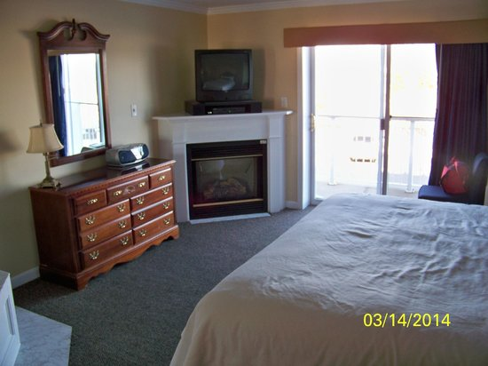 Captain's Quarters at Surfside Resort : Electric faux heater - worked just fine