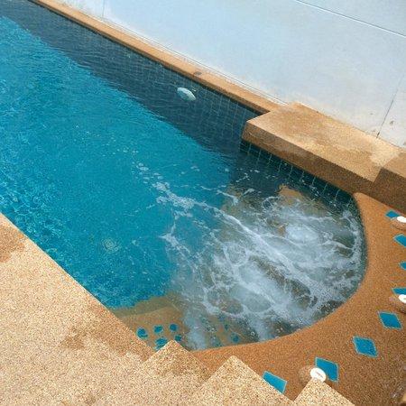 The Royal Nakara: waterjet at the adult pool