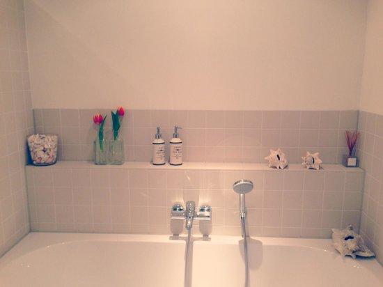 The Vanguard : Bathroom