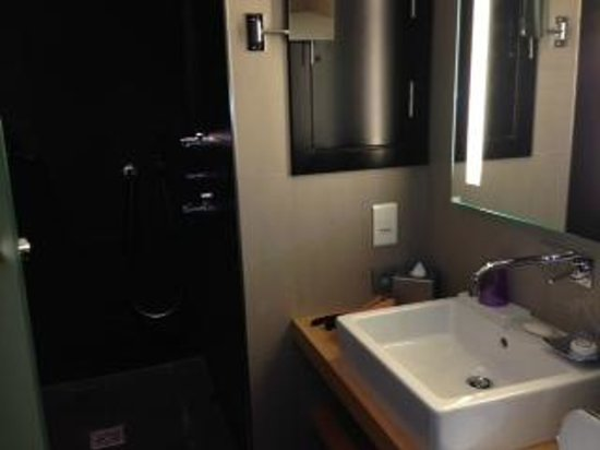Sofitel Brussels Le Louise : Luxury bathroom