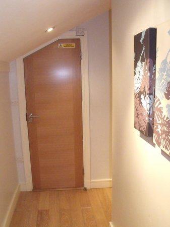 SO Hyde Park : couloir d'entrée vers chambre et sdb