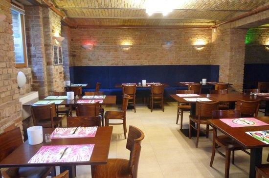 Ibis Styles Berlin City Ost : breakfast room