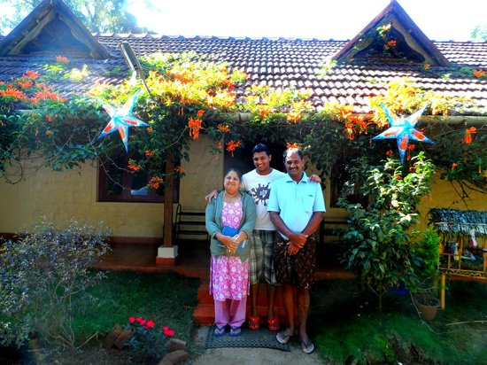 Rose Gardens Homestay: Tomy and his lovely family