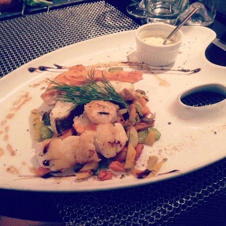 Le Quai: Plancha de la mer et ses petits légumes.