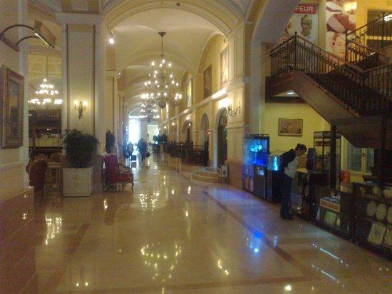 PGS Hotels Kremlin Palace: Indgangen i hotellet