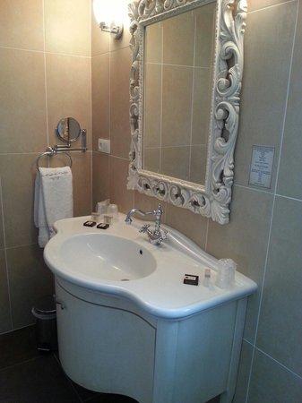Hôtel Le Moulin De Madame : Bathroom