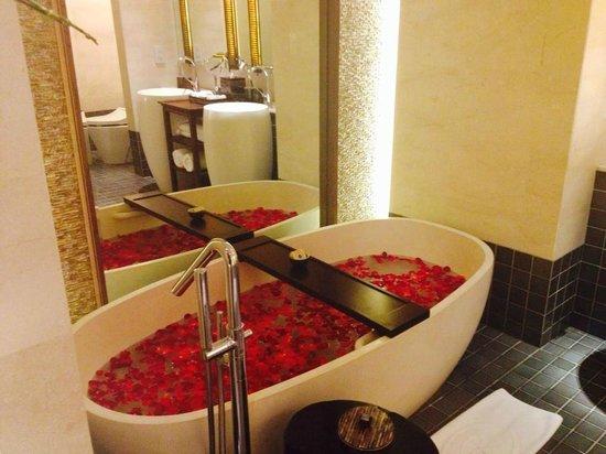 Fairmont Sanur Beach Bali : Bathroom