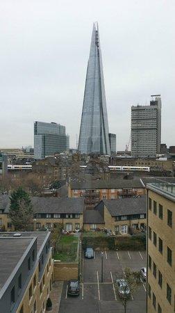 Ibis Styles London Southwark Rose : Vue sur le Shard depuis la chambre 606
