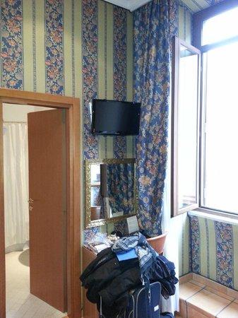 Lirico Hotel: Fernseher