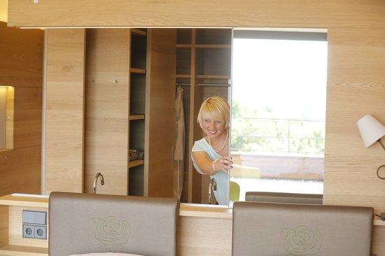 Mawell Resort: ...Flexible Badezimmerwände! Duschen oder baden einfach mal ganz anders erleben!