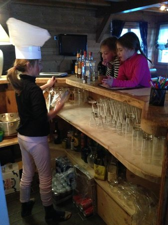 R&S - Chalet Guytaune: Honesty bar comes into 'play'