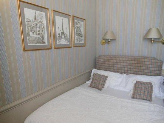 Hotel du Champ de Mars: bedroom