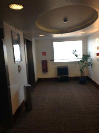 Novotel Warszawa Centrum: 17th floor, lifts