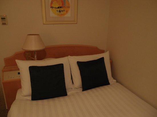 Hotel JAL City Aomori: weird lamp
