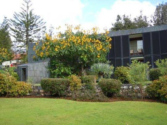 "Quinta da Casa Branca : looking towards the ""posh"" rooms"