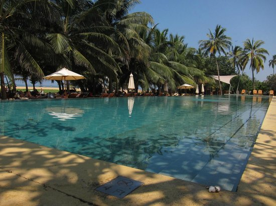 Jetwing Beach: Disappointing rooms, great pool and beach