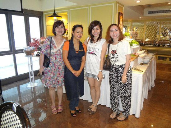 Salil Hotel Sukhumvit Soi 11: My girls and I with Shiela
