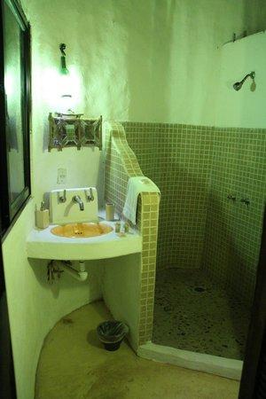Jolie Jungle : Bathroom in bungalow