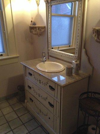 Lion's Head Bed & Breakfast: Lovely bathroom, spotlessly clean