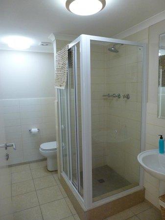 Whale Watchers Luxury Self-catering Accommodation @ Muizenberg Beach: Bathroom