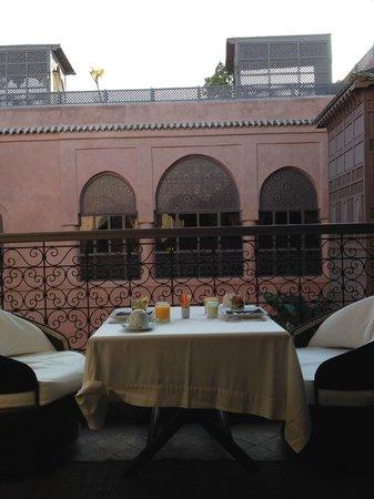 Riad Noir d'Ivoire: Breakfast set on Panthere balcony.