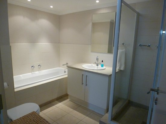 Whale Watchers Luxury Self-catering Accommodation @ Muizenberg Beach: Bathroom ensuite