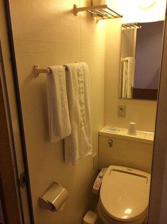 Chabira Hotel Naha: Bathroom