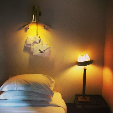 Hotel Particulier Montmartre: Hat and decor treats