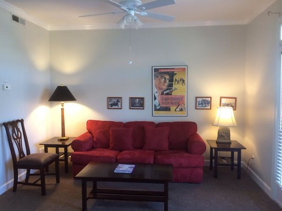 The Wilmingtonian: Oklahoma Suite living room
