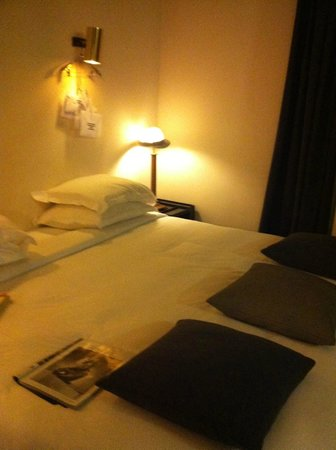 Hotel Particulier Montmartre: Happy to get a few chapters read here...