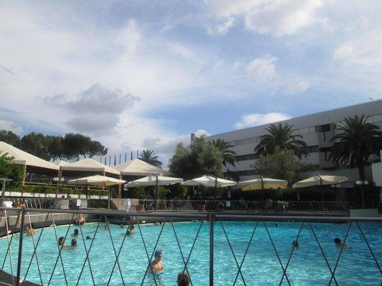 Sheraton Roma Hotel & Conference Center : Pool area