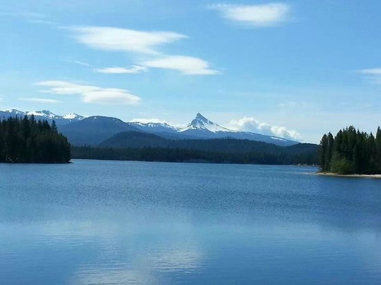 Lemolo Lake Resort 15 miles from Crater Lake National Park