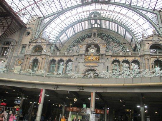 Bahnhof Antwerpen-Centraal: 3