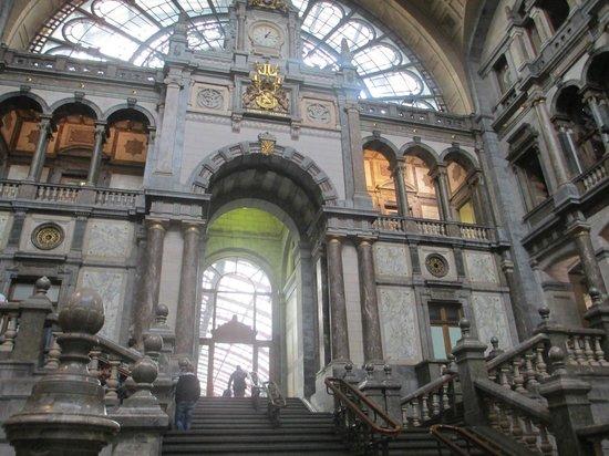Bahnhof Antwerpen-Centraal: 6
