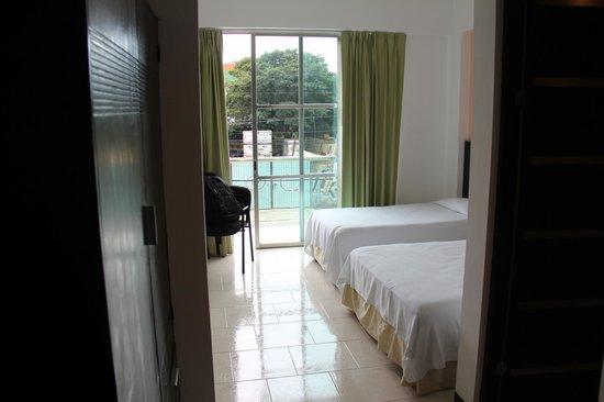 Hotel Plaza Playa: Room on first floor
