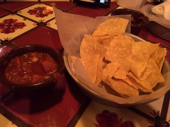 Margaritas Mexican Restaurant: Great chips & salsa