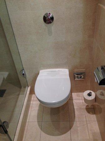 InterContinental Hotel Warsaw: Bathroom - toilette.