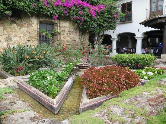 Hotel Posada de Don Rodrigo: View of hotel garden