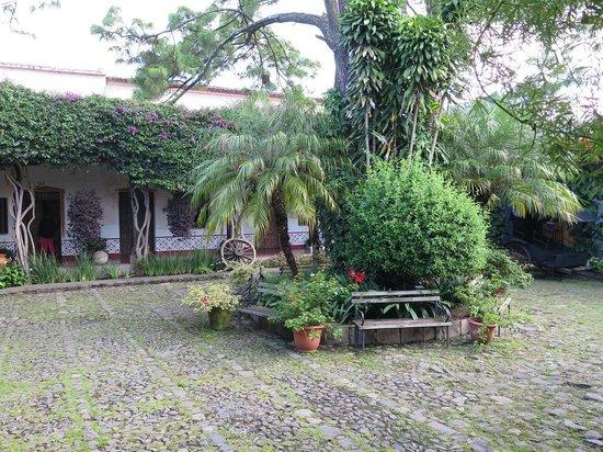 Hotel Posada de Don Rodrigo: View of hotel grounds