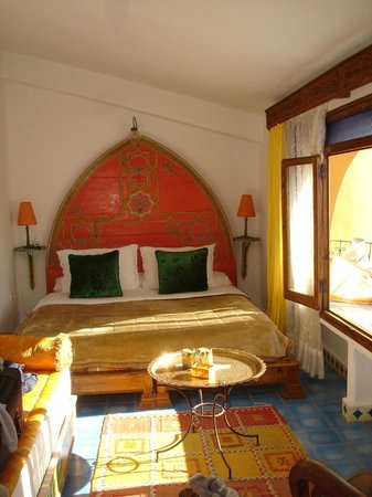 Dar Meziana Hotel : Our bedroom, check out that headboard