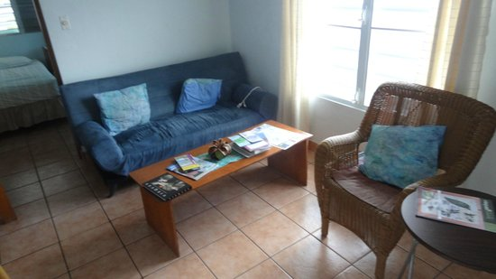 Casa de Kathy: Small living space in 2 bedroom