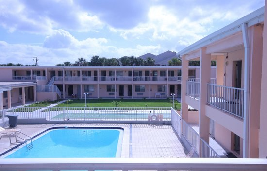 Belleair Beach Resort: Heated pool 20 x 40 feet
