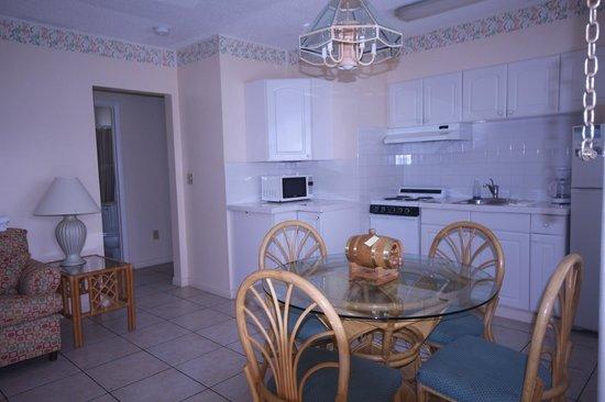 Belleair Beach Resort: Dining are -  One bedroom apartment