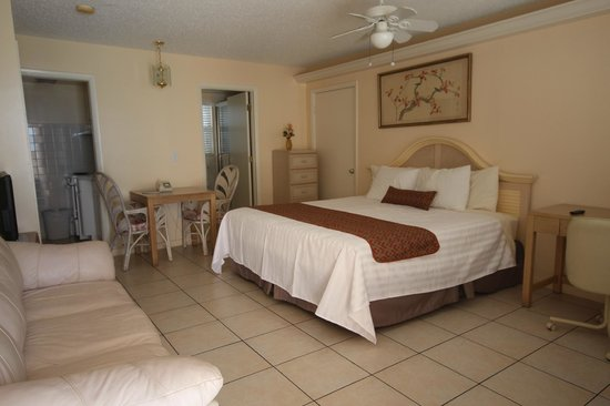 Belleair Beach Resort : King size bed - Efficiency