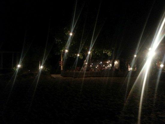 Fisherman's Cottage : Blick vom Strand bei Nacht
