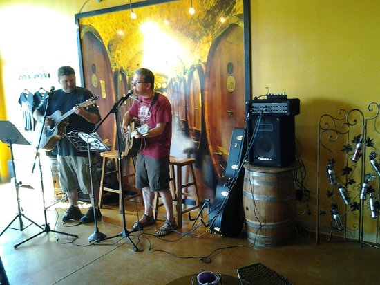 Post Town Winery: Live music most weekends