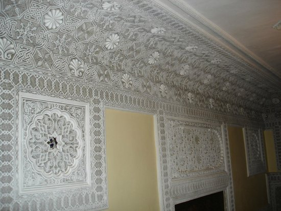 Riad Jaouhara: now thats crown moulding!