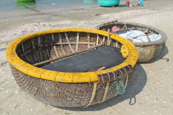 Mui Ne Harbor: Round boats made from grass.