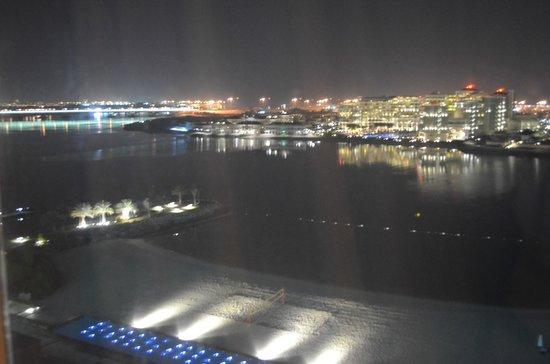Fairmont Bab Al Bahr: Вид из окна ночью